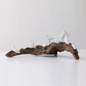 objet décoration oiseau sur bois flotté